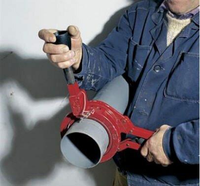 Правильная резка канализационной трубы