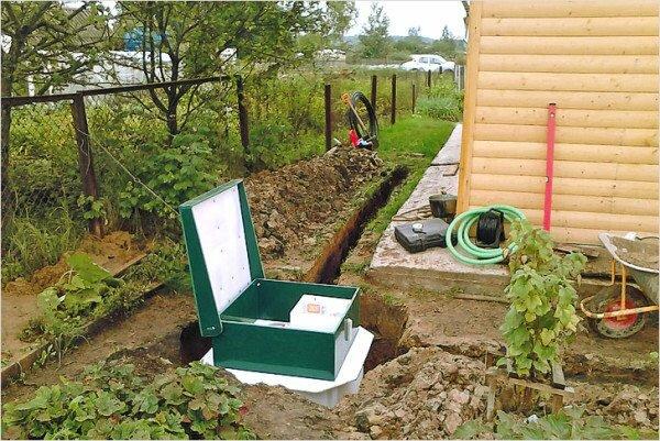 Для удаления сточных вод необходимо обустроить целую систему из нескольких устройств