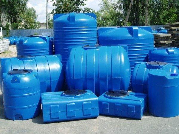 Ёмкости из пластика различных форм и объёмов