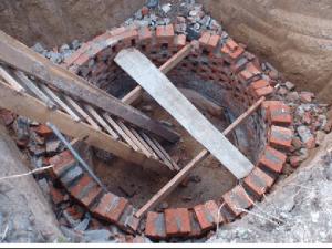 Кладка стен в сливной яме