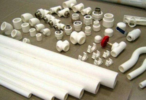 Комплектующие, применяющиеся при монтаже пластиковых труб