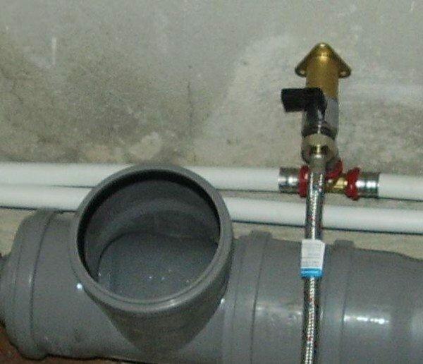Куда чаще под фановой трубой понимается внутренняя канализация.