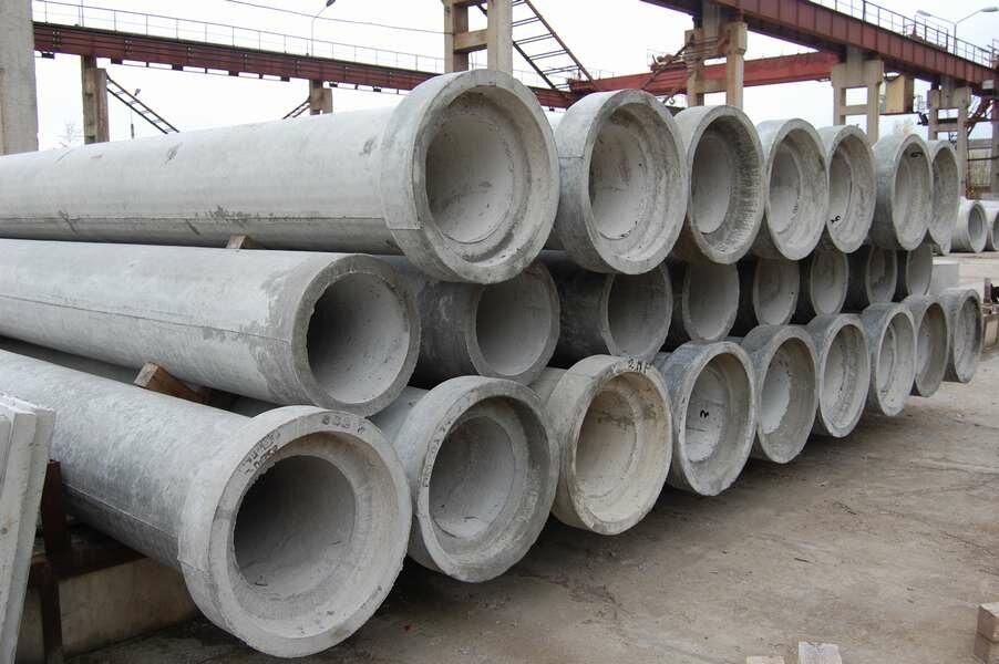 На фото: безнапорные ЖБ трубы используются в промышленном строительстве достаточно широко