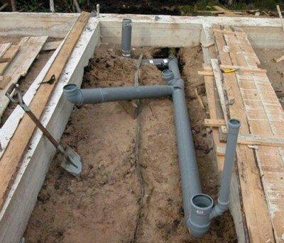на какую глубину закапывать канализацию