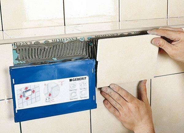 Не спешите радоваться: плиточный клей наберет достаточную для установки унитаза прочность лишь за полторы недели.