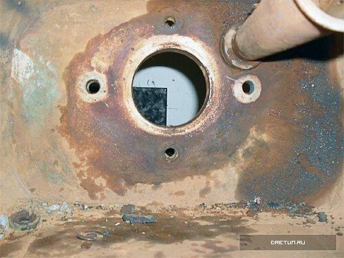 Перед сборкой не забудьте удалить грязь и отложения вокруг всех отверстий.