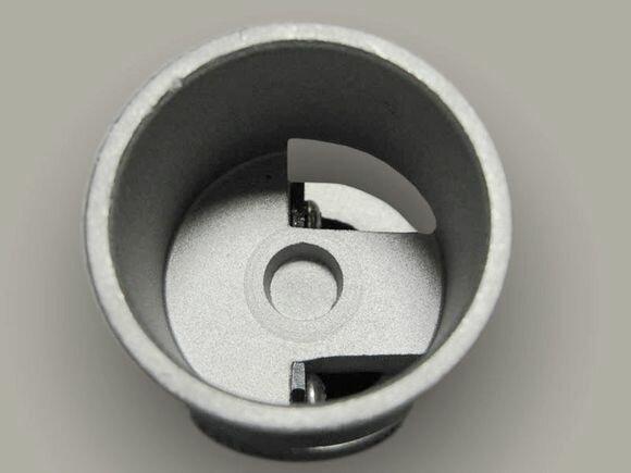 При внутреннем армировании производится зачистка концов труб с удалением фольги ножами специальной формы