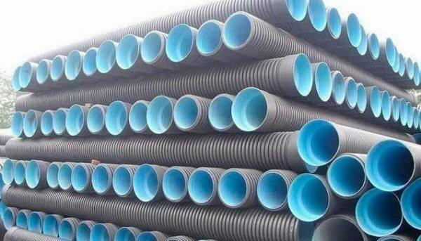ПВХ используется при производстве элементов большого диаметра, ведь этот вариант особо устойчив к деформациям