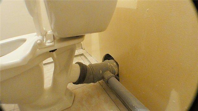 Резиновая манжета обеспечит герметичность и при необходимости не помешает демонтажу.