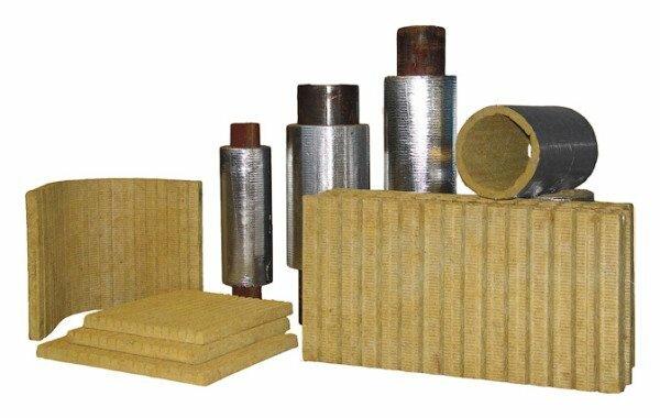 Специальные цилиндры из минеральной ваты для теплоизоляции трубопроводов.