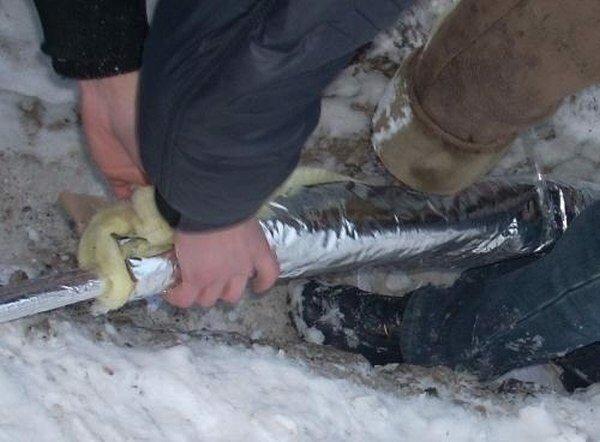 Теплоизоляция гибких подводящих труб.