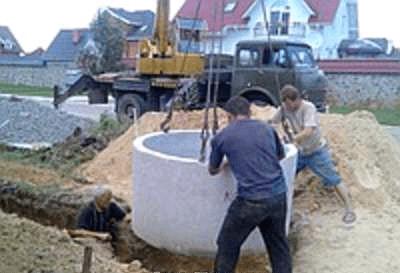 Монтаж корпуса колодца