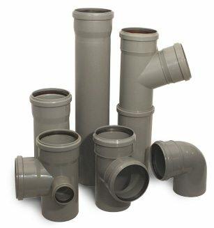 Трубы серого цвета из ПВХ и ПП используют для прокладки внутреннего канализационного трубопровода чаще всего
