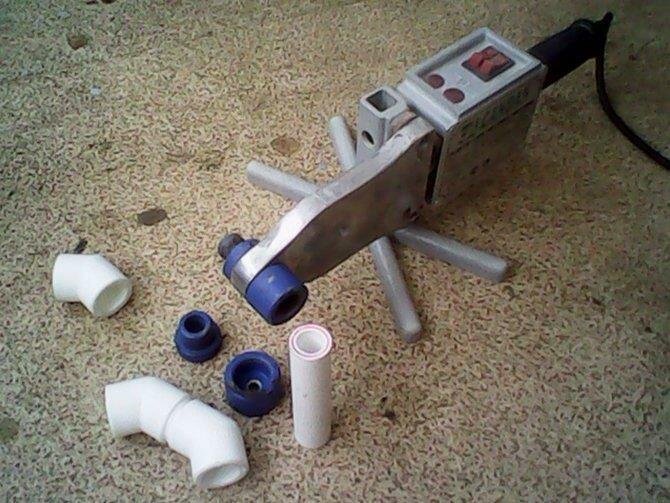 Утюги для пайки полипропиленовых труб в процессе работы должны иметь хорошую устойчивость