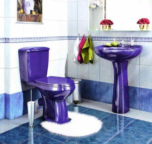 За счет необычного цвета сантехники можно сделать помещение намного интереснее